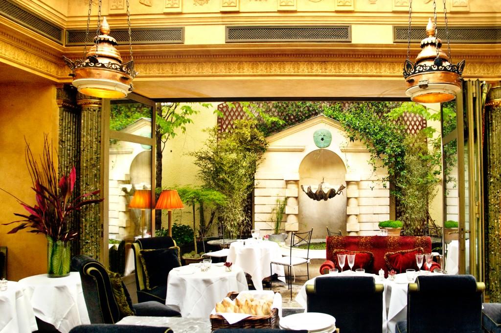 Restaurant de l 39 hotel les germanopratines for Restaurant dans un jardin